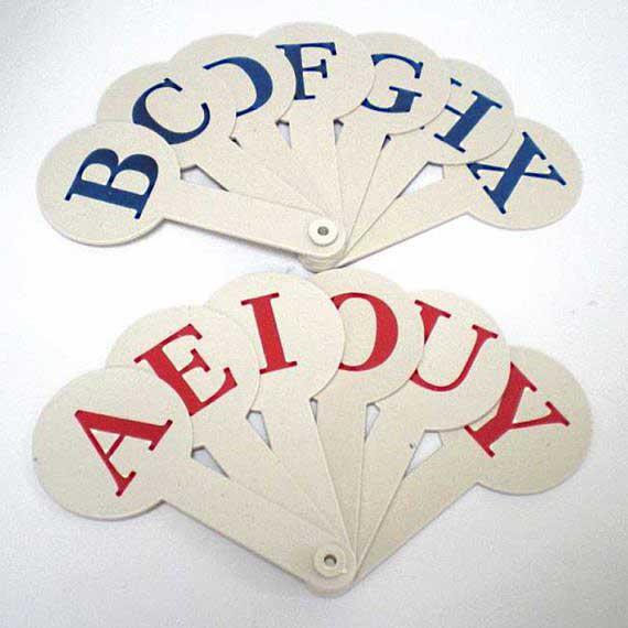Веер с английскими буквами