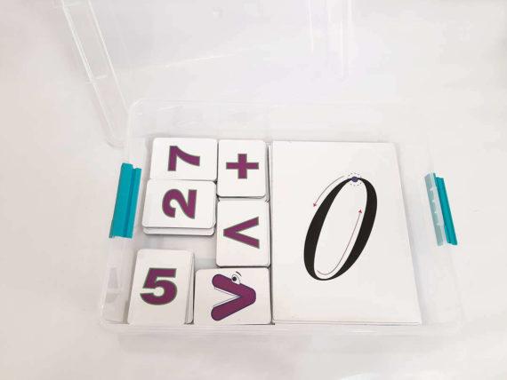 Демонстраційний набір цифр і знаків на магнітах фото 51985